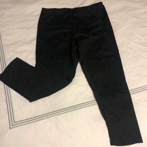 Black high waisted yoga Capri pants